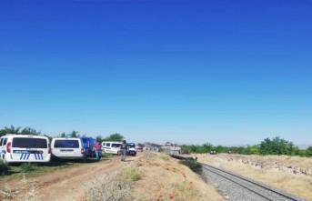 Malatya'da 2 yük treni kafa kafaya çarpıştı 1 ölü, 4  yaralı