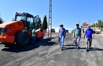 Başkan Çınar, Melekbaba mahallesinde devam eden yol yenileme çalışmalarını inceledi