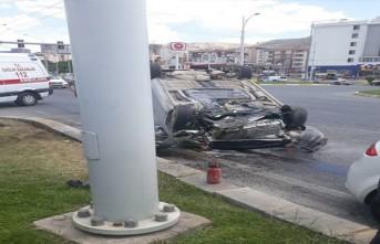 Çöşnük Kavşağında  Otomobil Takla Attı... 4 yaralı