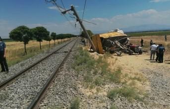 Malatya'da Feci Kaza...Tren Traktöre Çarptı; 1 Ölü 2 Yaralı