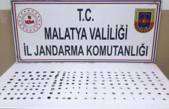 Malatya'da Tarihi Eser Kaçakçılığı... Roma Dönemine Ait Sikke Ele Geçirildi