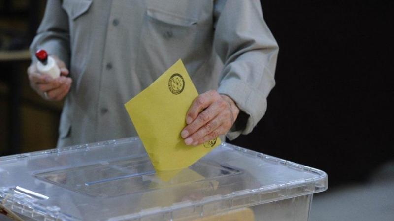 AK Parti Meclis'te oy kaybetti, Büyükşehirleri korudu