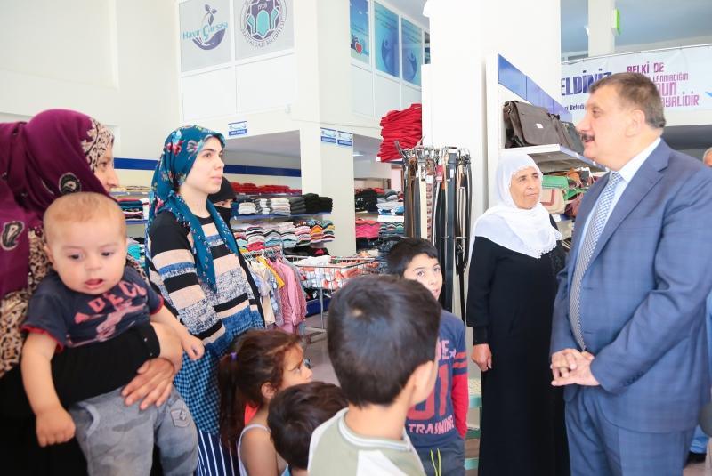 Başkan Gürkan, Hayır Çarşısını Ziyaret Etti!