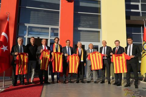 TFF Başkanı Özdemir'den YMS'a Ziyaret