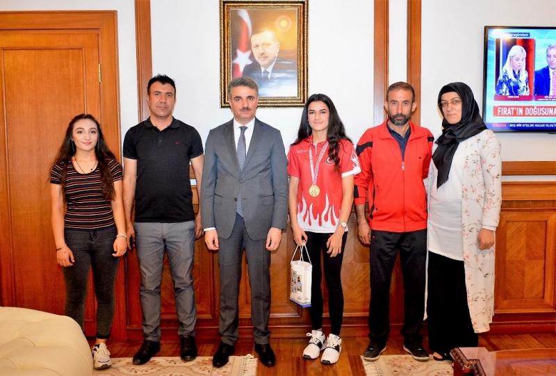 Türkiye Boks Şampiyonu Vali Baruş'u Ziyaret Etti