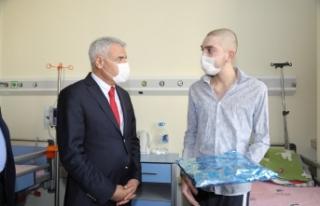Başkan Güder, Lösemili Çocukları Unutmadı