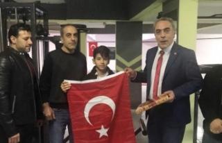 Dünya Şampiyonuna Kur'an-ı Kerim ve Türk Bayrağı...