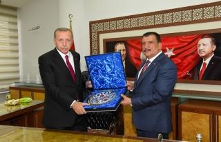Erdoğan, Büyükşehir Belediyesini Ziyaret Etti