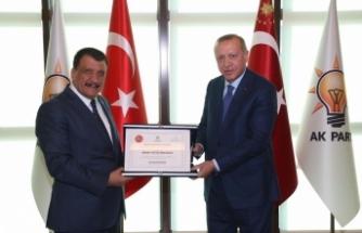 Başkan Gürkan, Cumhurbaşkanı Erdoğan'a fahri hemşehrilik beratını takdim etti