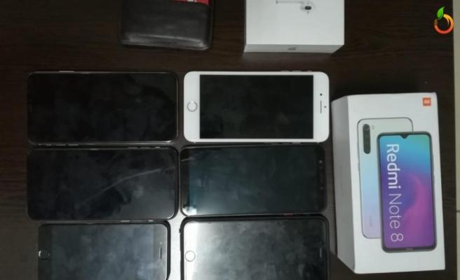 Çalınan 7 adet telefon ve kimlik kartı sahibine teslim edildi