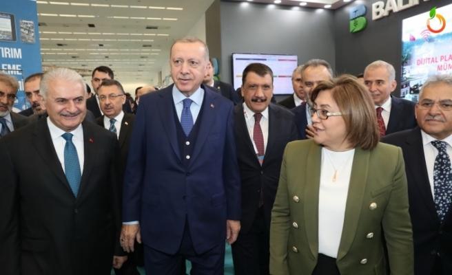 Cumhurbaşkanı Erdoğan, Malatya standını gezdi