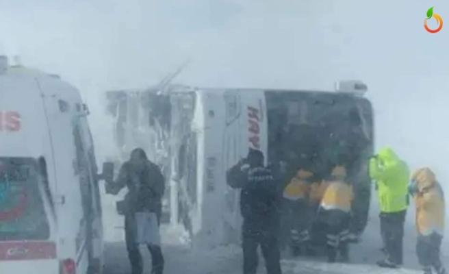 Malatya Otobüsü Kayseri'de Devrildi... Çok sayıda yaralı var