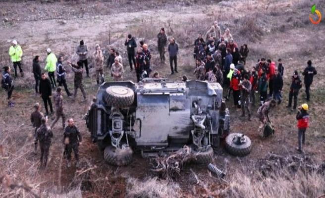 Polis Aracı Devrildi, 5 yaralı