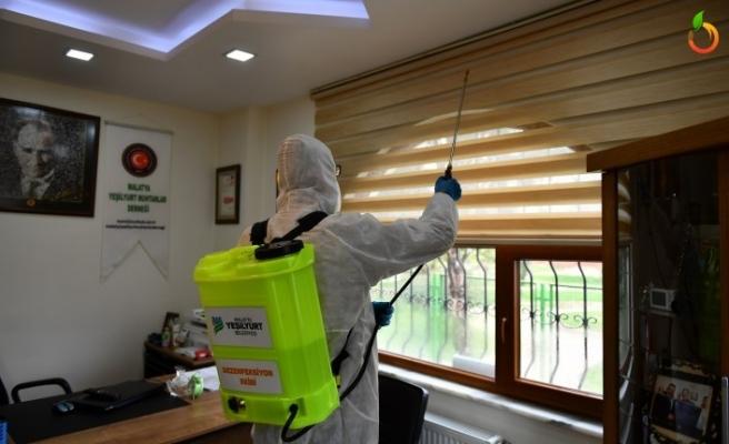 Yeşilyurt Belediyesi Muhtar Evlerini Dezenfekte Ediyor