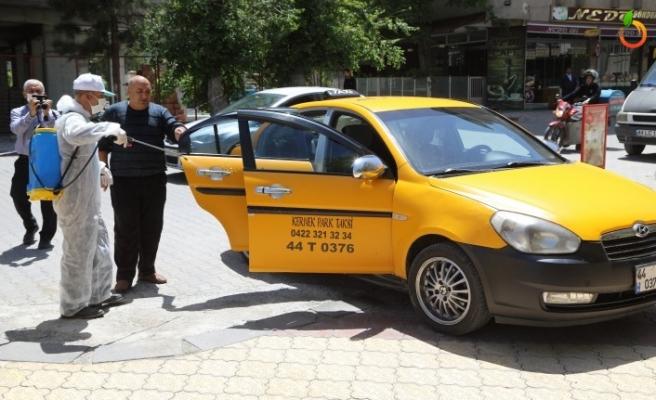 Battalgazi Belediyesi Taksi Duraklarını Dezenfekte Etti