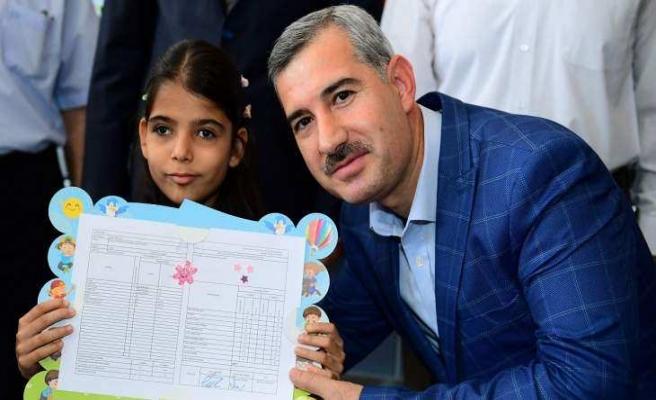 Başkan Çınar, Öğrencilerin Karne Sevincine Ortak Oldu