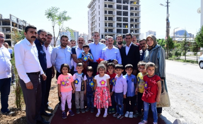 Başkan Çınar, Şehit Engin Tilbaç Parkındaki Çalışmaları Yerinde İnceledi