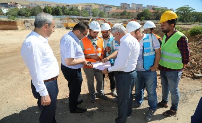 Başkan Güder, Battalgazi Devlet Hastanesi inşaat alanında inceleme yaptı