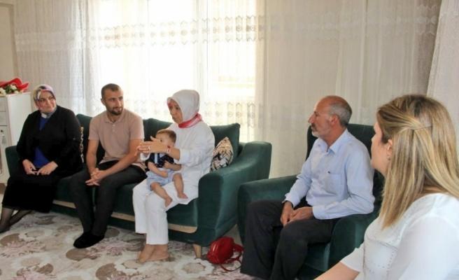 Çalık'tan demokrasi şehitlerinin ailelerine ve gazisine ziyaret