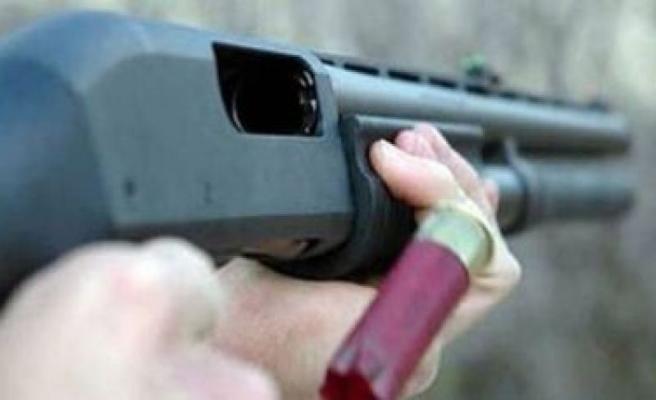 Hasanbey'de 3 Kişi pompalı Tüfekle Yaralandı