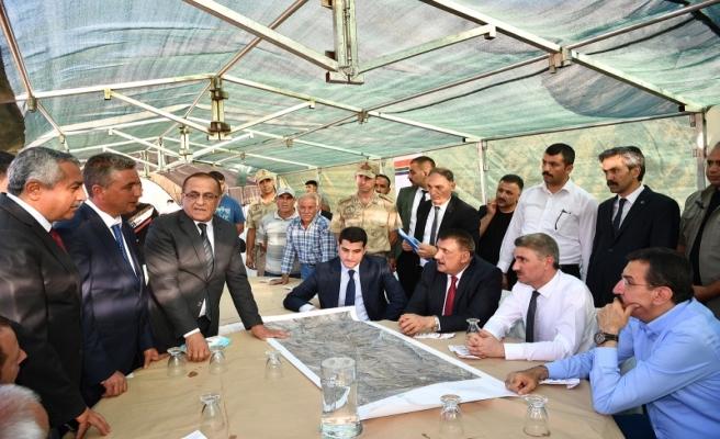 İçmesuyu Projesinin gerçekleştirildiği alanda incelemelerde bulunan Başkan Gürkan