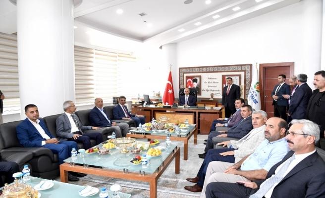 Ulaştırma ve Altyapı Bakanı Turan, Büyükşehir Belediye Başkanı Gürkan'ı ziyaret etti