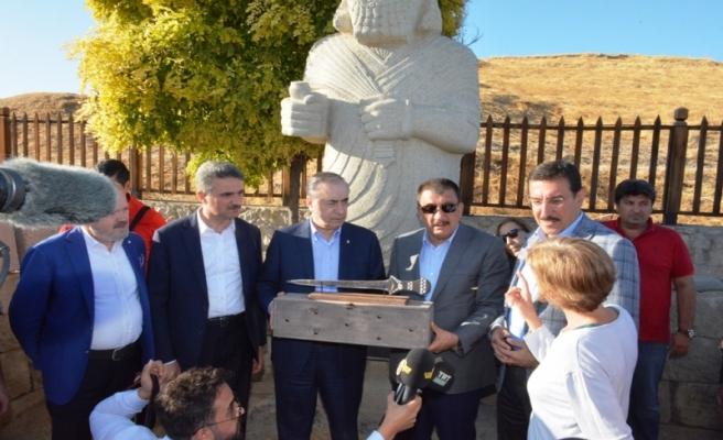 Vali Baruş GS Kulüp Başkanı Mustafa Cengiz ile Arslantepe'yi Ziyaret Etti