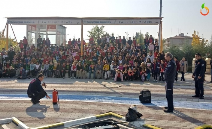Büyükşehir Belediyesi'nden Trafik Eğitim Parkında 'Deprem ve Yangın' Tatbikatı