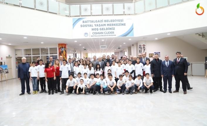 Battalgazi Belediye'sinin 'Okuldan Havuza Kulaç At' Projesi Çocukların Yüzünü Güldürüyor