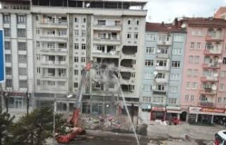 Ağır Hasarlı Binalar Tek Tek Yıkılıyor