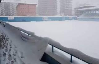 Yeşilyurt Belediyespor'un maçı kar yağışı...