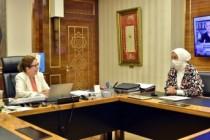 Öznur Çalık, Ticaret Bakanı Ruhsar Pekcan ile bir araya geldi