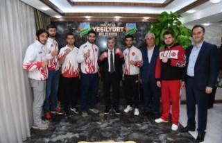 Başkan Çınar, Kıck-Boks Erkek A Milli Takım Sporcularını...