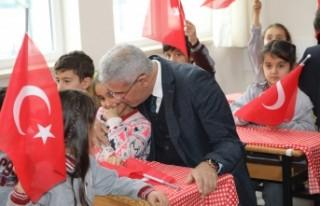 Başkan Güder, Çocukların İlk Karne Heyecanına...