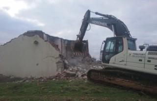 Yeşilyurt'ta  253 metruk ev yıkıldı