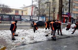 Büyükşehirin Karla Mücadelesi Sürüyor
