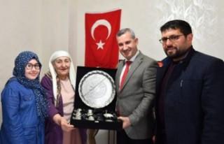 Başkan Çınar, Fatma Özaslan'ı evinde ziyaret...