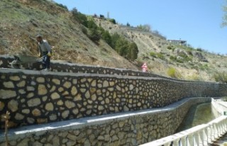 Horata Mesire Alanındaki Taş Duvarlar Yenilendi