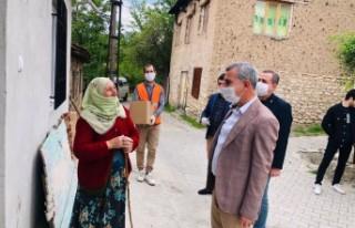 Başkan Çınar, Emanet Çarşısının yardım kolileri...