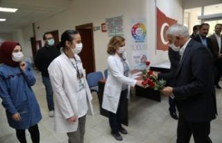 Başkan Güder, Sağlık Çalışanı Anneleri Unutmadı