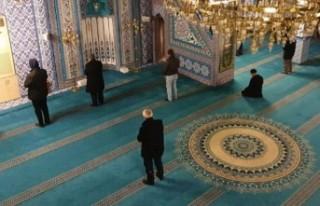 Camiler yarın cemaatle namaza açılıyor
