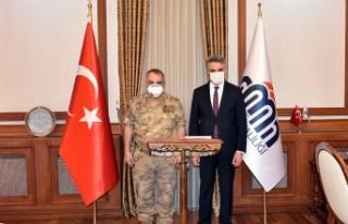 Tümgeneral Halis Zafer Koç, Vali Aydın Baruş'u...