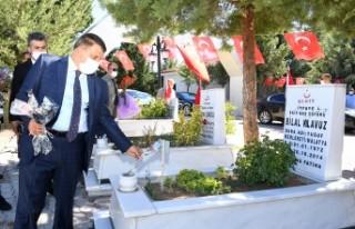 Başkan Gürkan, Kurban Bayramı öncesinde şehitliği...