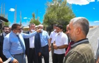 Büyükşehir'den 40 Derece Sıcakta Asfalt Serimi