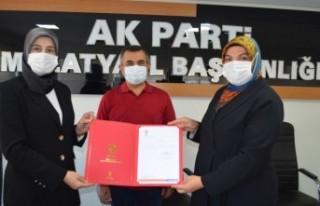 Özlem Pelitoğlu AK Parti Kadın Kollarında Bayrağı...