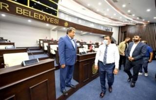 Fendoğlu ve Samanlı yenilenen meclis salonunu inceledi