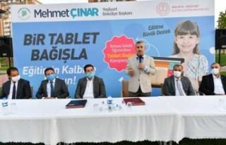 Yeşilyurt Belediyesinden Öğrencilere Tablet Bağışı