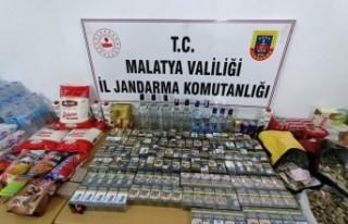 Çok sayıda sigara ve gıda malzemesi çalan hırsızlar...