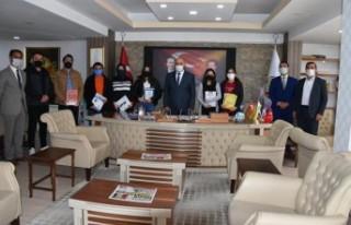 Başkan Zelyurt; Kütüphane Haftasında Öğrencileri...