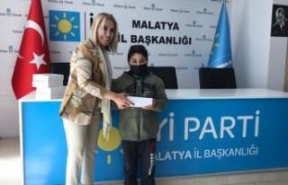 İyi Parti Malatya Teşkilatı Gençlere Tablet Hediye...